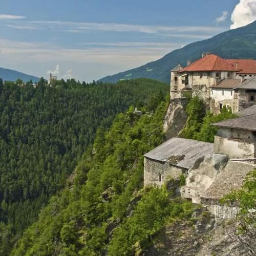 Schloss Rodenegg und die Rodenecker Alm